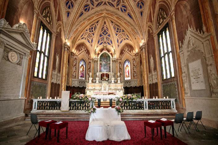 Panoramica interna chiesa matrimonio