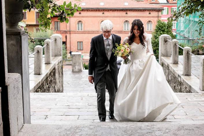 Arrivo della sposa con papà