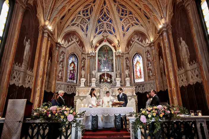 Sposi altare cerimonia