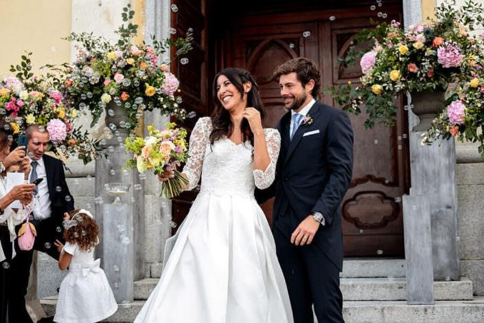 Sorriso sposi dopo la cerimonia