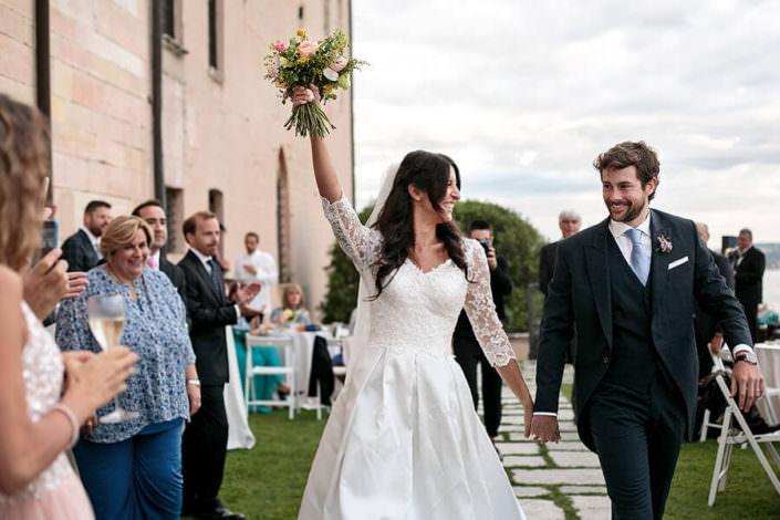 Matrimonio Rocca di Angera ingresso degli sposi