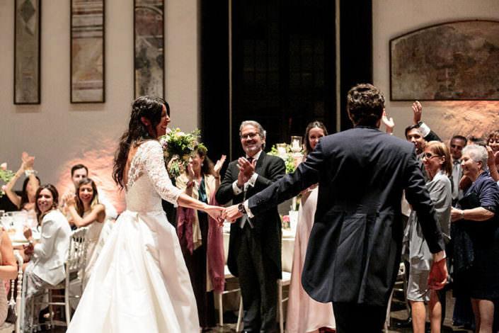Matrimonio Rocca di Angera ingresso sposi in sala