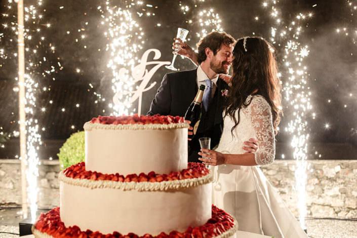 Matrimonio Rocca di Angera taglio della torta