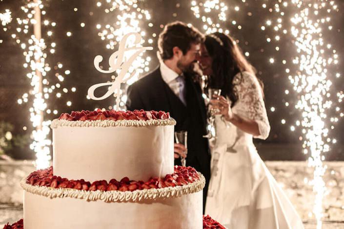 Matrimonio Rocca di Angera sposi e torta