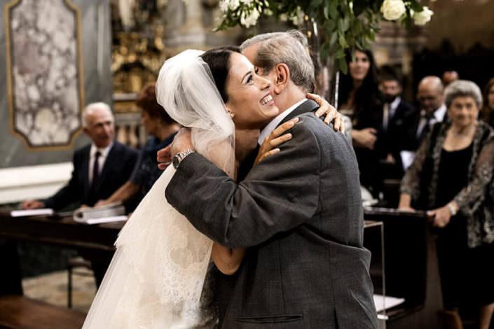 Abbraccio della sposa con il Padre