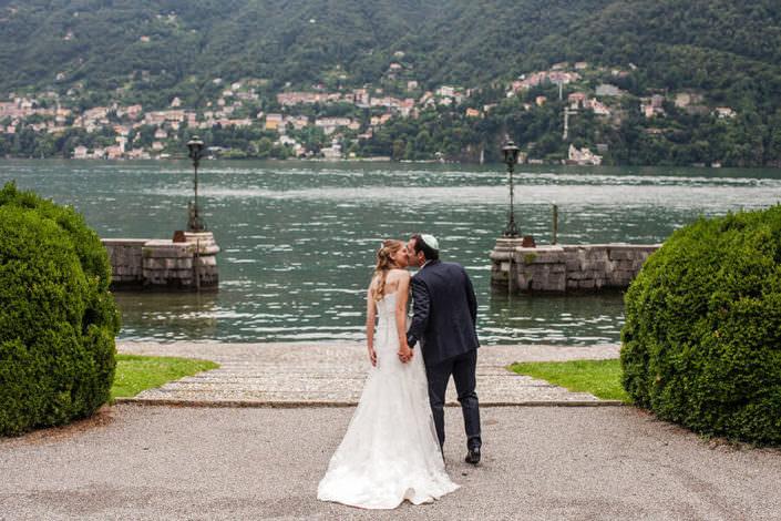 Matrimonio Villa Erba ritratto con il lago di comò