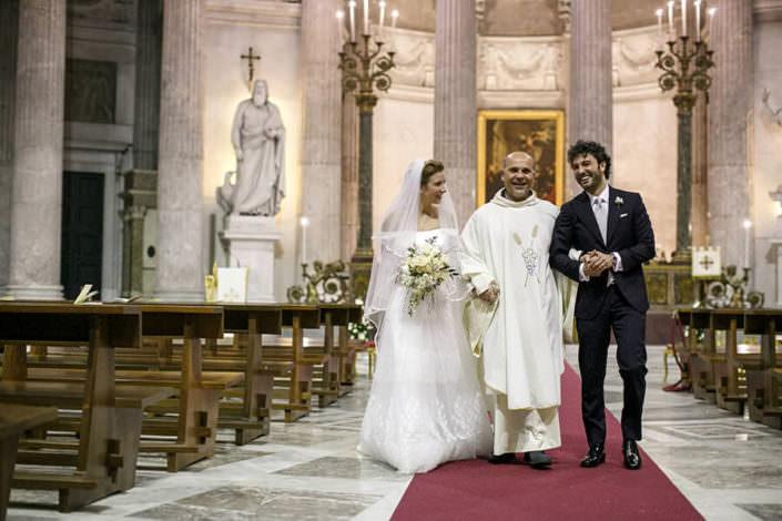 sposi e prete
