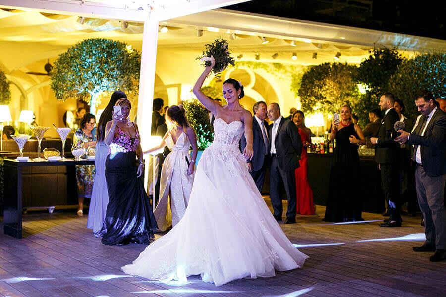 Fotografo Matrimonio Roma lancio bouquet